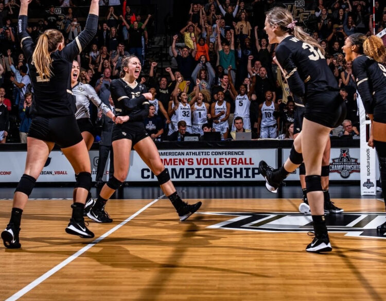 Sfeer volleybal wedstrijd college